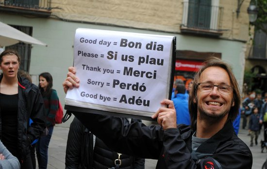 Tour Barcelona : Mattias teaching useful Catalan phrases