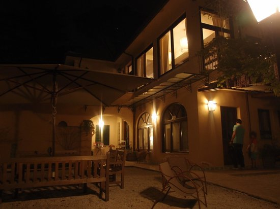 Villa Magnolia Relais: Night view