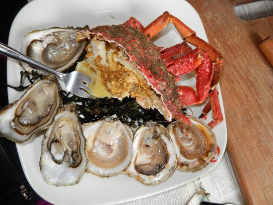 Le Crabe Marteau: 1/2 crab served with 2 kinds of oysters