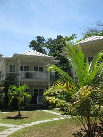 Bord Mer Villa: le jardin et notre logement à l'étage