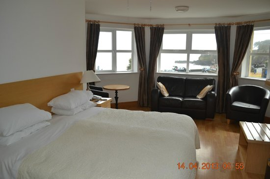 The Beach Guesthouse : Our Large, Bright, Immaculate Room