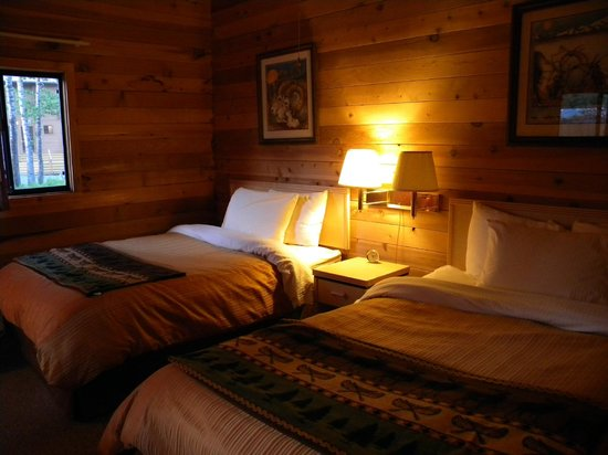 Denali Backcountry Lodge: Heavy comforters keep you warm on cold nights
