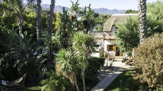 GUBAS DE HOEK meet eat sleep: GUBAS-DEHOEK Garden cottage