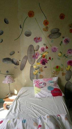 Chez Brigitte B. : bedroom art work