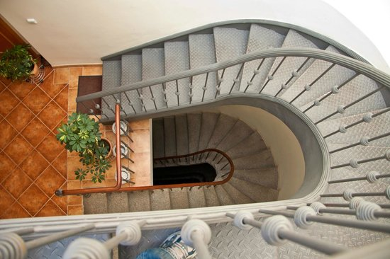 Hotel Dar : Вид на лестницу с 4го этажа