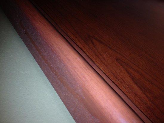 AmericInn Lodge & Suites Boiling Springs - Gardner Webb University: More dust on other headboard