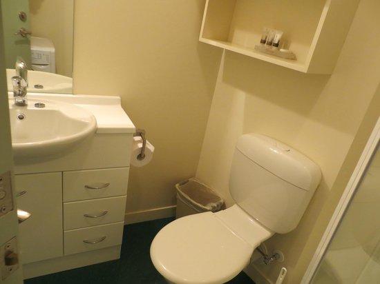 โรงแรมสตราทฟอร์ด ออน วิลลิส อพาร์ทเมนท์: bathroom