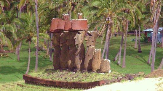 Anakena Beach: Anakena Moai