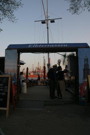 Elbterrassen Biergarten an der Elbe