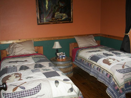Blonde Bear Bed And Breakfast : Cabin Fever Room