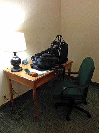 Country Inn & Suites by Radisson, Florence, SC: desk