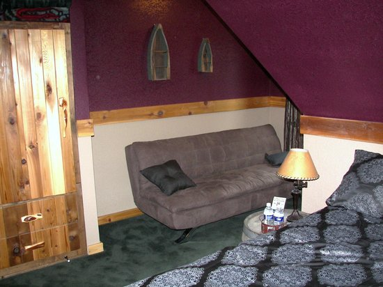 Blonde Bear Bed And Breakfast : Ravens Nest