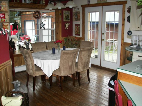 Blonde Bear Bed And Breakfast : Dining Room