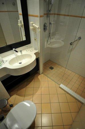 Strandhotel Ostseeblick : Modernes Bad