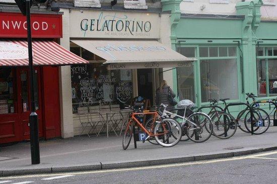 Gelatorino: shop front