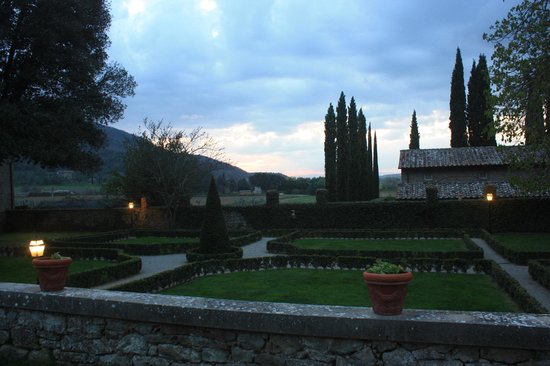 Villa di Piazzano: gorgeous villa in the Tuscan countryside