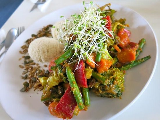Orb raw food cafe: Vegetable Curry with Cauliflower Rice
