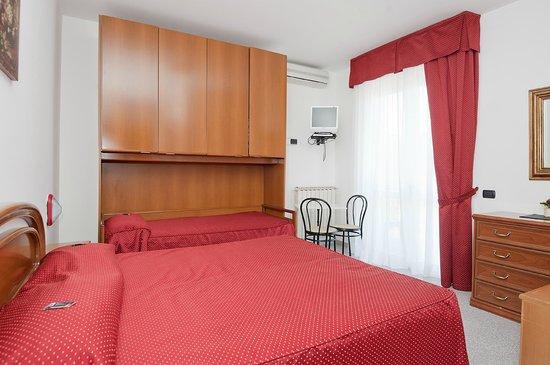 Hotel Nella : Triple room