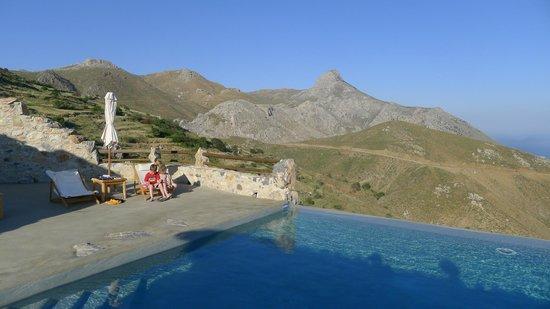 Thalori Traditional Village: la piscine et sa vue
