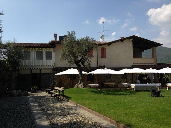 Nigoline di Corte Franca, Italia: Vista esterno
