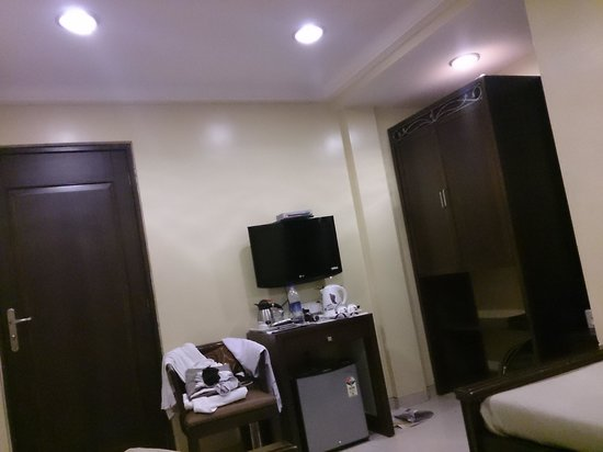 Hotel Haredia : nice clean room but little clumsy