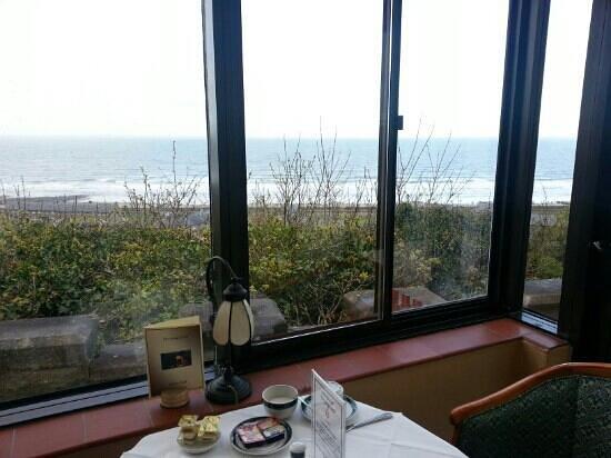 Ty'r Graig Castle Restaurant: Restaurant and Breakfast room