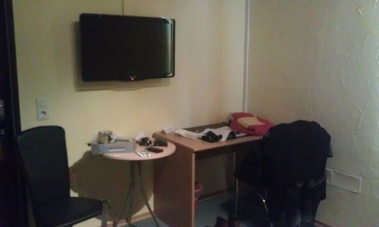 Hotel am Kuhbogen: Das Zimmer: spartanisch, stillos, lieblos