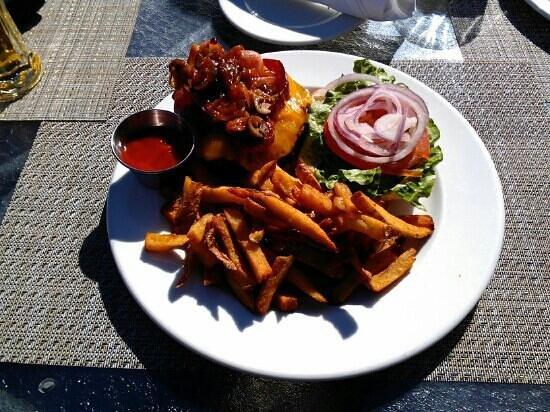 Sandstone Grillhouse: caliente burger