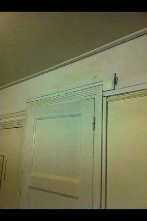 Hotel des Batignolles : beedroom
