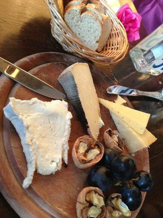 C'est Ca: Four: a cheese plate