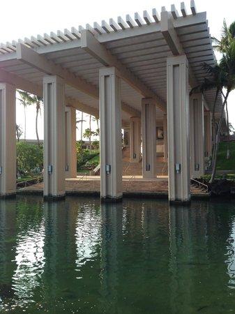 Hilton Waikoloa Village: grounds of hotel