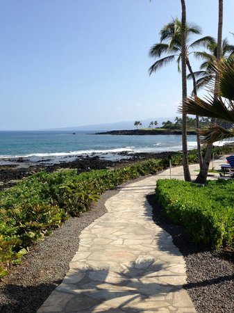 Hilton Waikoloa Village: ocean path