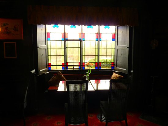 Wilton Court Hotel: Stained Glass in bar area