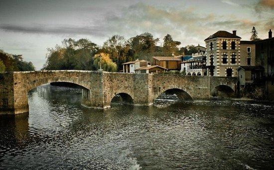 Cite Medievale: Pont de la Ville.