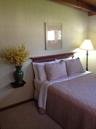 Beechwood Manor Inn & Cottage: Cottage Queen Room