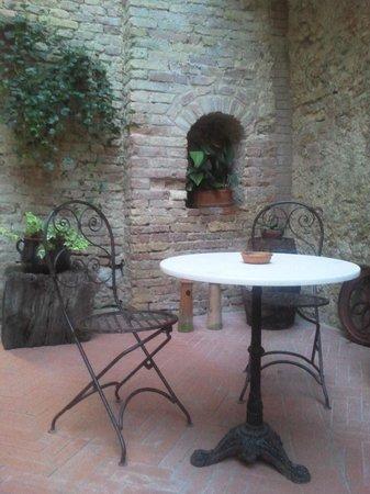 Residenza d'Epoca Palazzo Buonaccorsi: lovely patio