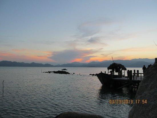 L'Alyana Villas Ninh Van Bay: sunset
