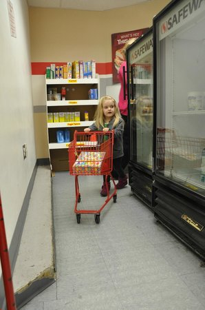 Be With Me Playseum : The little grocery store.