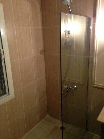 Coral Sea Aqua Club Resort: shower