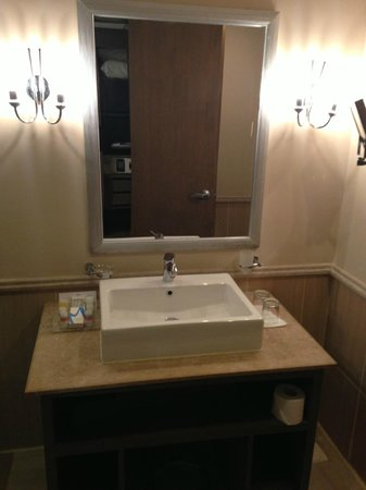 Coral Sea Aqua Club Resort : large bathroom sink