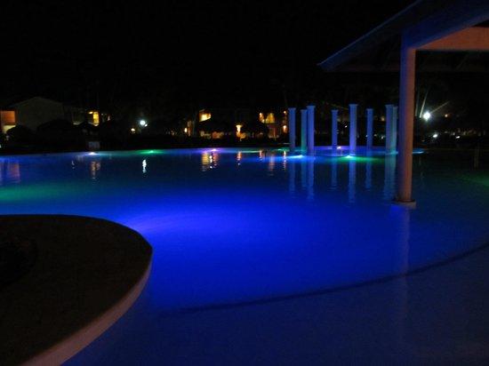 Grand Palladium Punta Cana Resort & Spa: New pool next to buffet