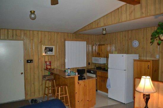 Tallpine Lodges: kitchen