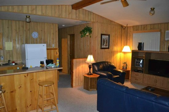 Tallpine Lodges: kitchen and living room