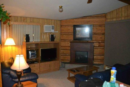 Tallpine Lodges: Living room!