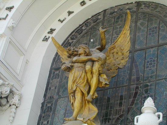Presbitero Maestro: angel and fallen soldier