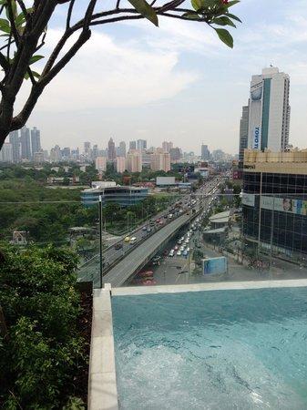 SO Sofitel Bangkok: Another edge of the pool