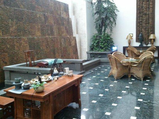 Zhejiang Narada Grand Hotel: Area de descanso y sala de Te