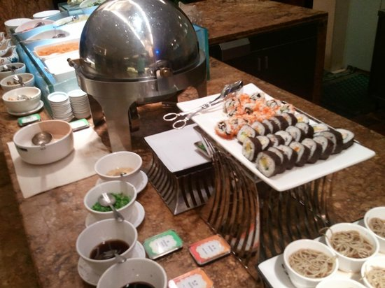 Zhejiang Narada Grand Hotel: Sushi en el desayuno