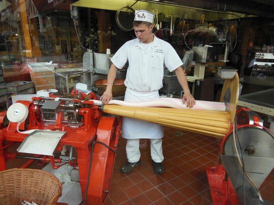 Ole Smoky Candy Kitchen: Making taffy