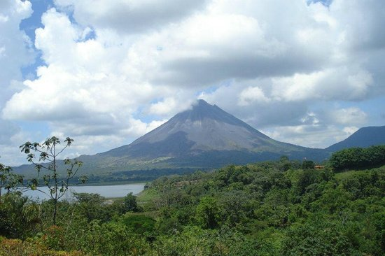 Hotel Castillo del Arenal: Vista al Volcan